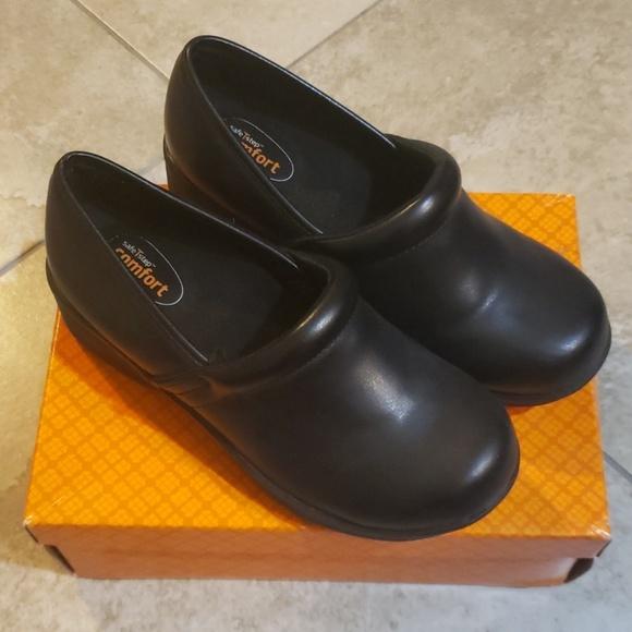 7a442422af8d5 safeTstep Nursing Shoes